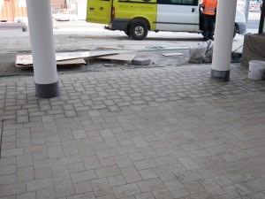 Anpflasterung Stützen Haltestellendächer (2)