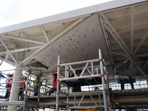 Montage der gelochten Aluminiumplatten (2)